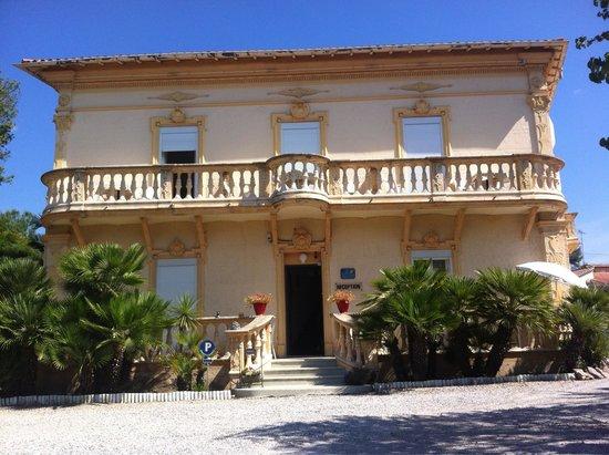 Hotel du Soleil : Ingresso dell hotel