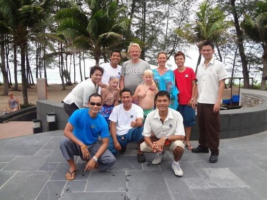 Holiday Inn Phuket Mai Khao Beach Resort: great staff at the Pool Bar and Pesto