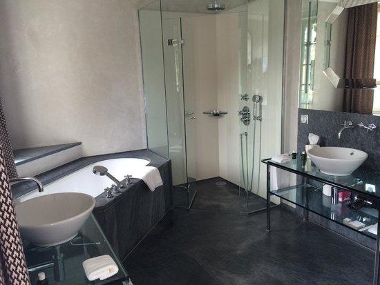 Le Grand Bellevue: Salle de bain