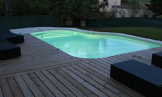 le patio bleu la crau frankrig hotel anmeldelser sammenligning af priser tripadvisor. Black Bedroom Furniture Sets. Home Design Ideas