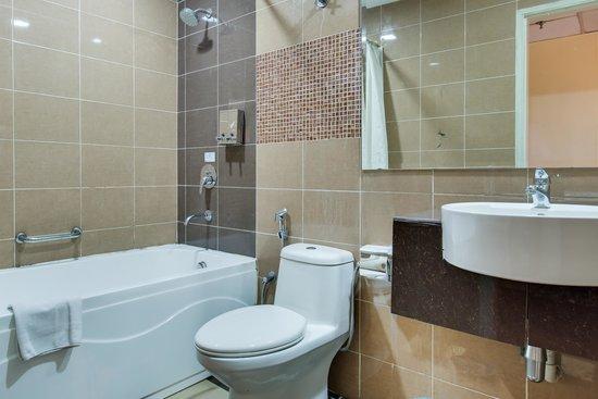 Prescott Hotel Kajang: Bathroom