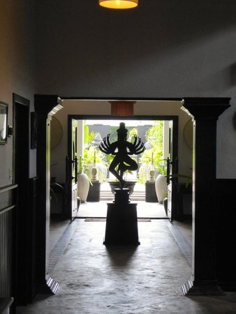 The Cyclo d'Angkor Boutique Hotel: Goddess in the Lobby