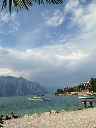 Hotel Castello Lake Front: schöner Strand
