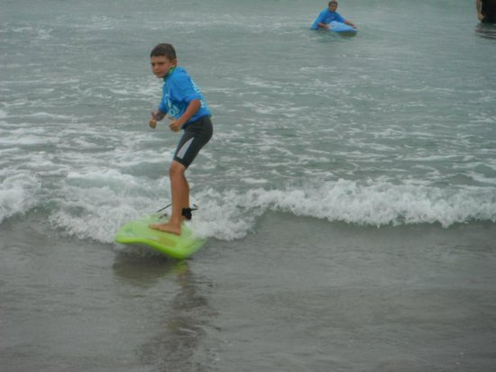 Port Stephens Surf School: i'm surfing