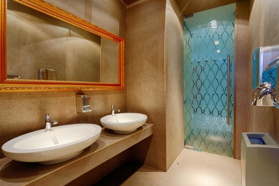 Ana Airport Hotel : Restaurant Bathroom