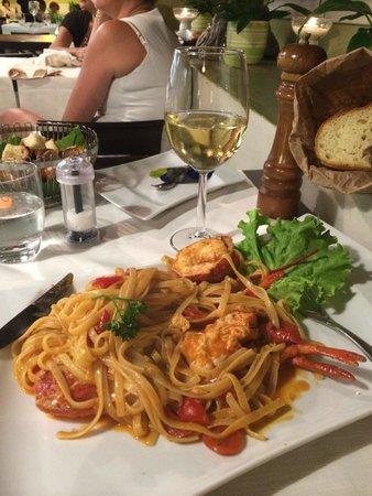 Nerino Dieci Trattoria : Best lobster linguine ever !!