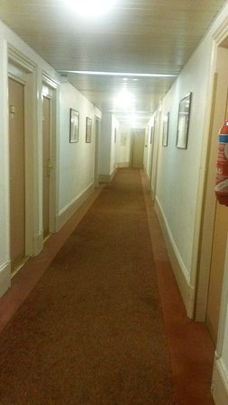 Hotel Carlton's : Очень узкий коридор