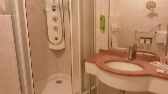 Hotel Carlton's : Хорошая ванная комната
