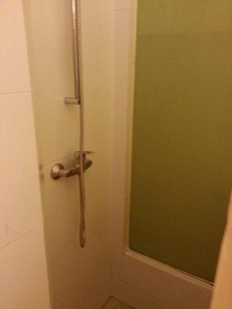 Aqueen Hotel Lavender: Bathroom Enterence