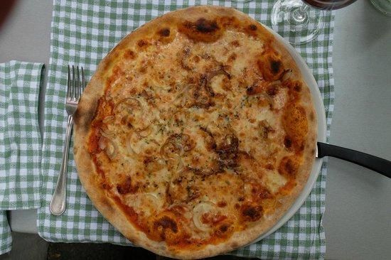 Restaurant Rossli : Pizza mit Zwiebel und Knoblauch