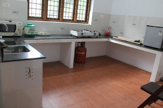 Krishna Leela Homestay: Common kitchen