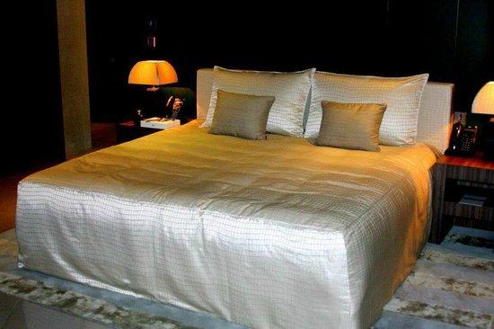 Armani Hotel Dubai: my comfy bed at armani premiere suite