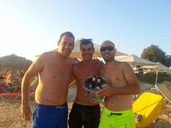 Aegean Land: Fantástico el camarero de la playa!!! Un 10!