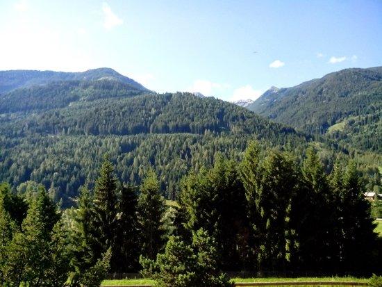 Hotel Regina delle Dolomiti: vista dalla mia camera con terrazzo