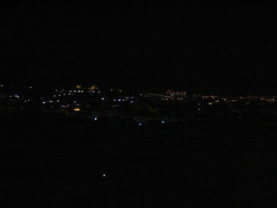Leonardo Hotel Granada : vistas nocturnas desde la habitacion  muy cerca del centro