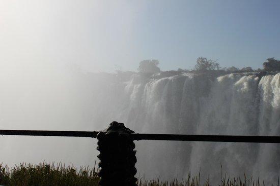 Mosi-oa-Tunya / Victoria Falls National Park: the smoke that thunders
