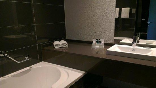 badkamer  foto van van der valk hotel almere, almere  tripadvisor, Meubels Ideeën