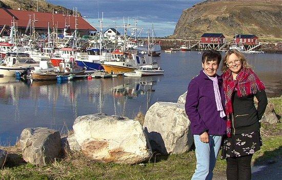Hotel Arran Nordkapp: Meine Frau mit Hotelbesitzerin des Arran Hotels.
