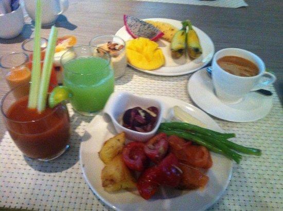 Pullman Phuket Arcadia Naithon Beach : Завтрак N1