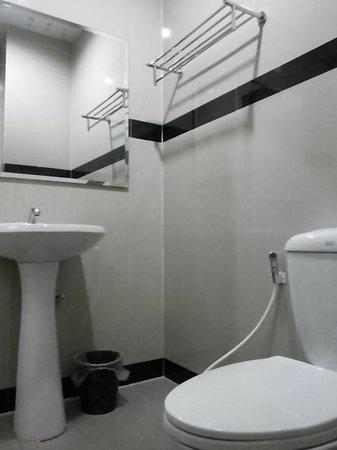 The Rich Residence : ของใช้ในห้องน้ำ ควรไว้ในห้องน้ำค่ะ วางไว้ด้านนอกหยิบยาก