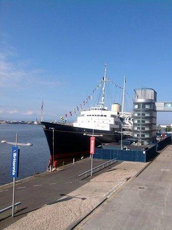 Carlton Twelve: Royal Yacht