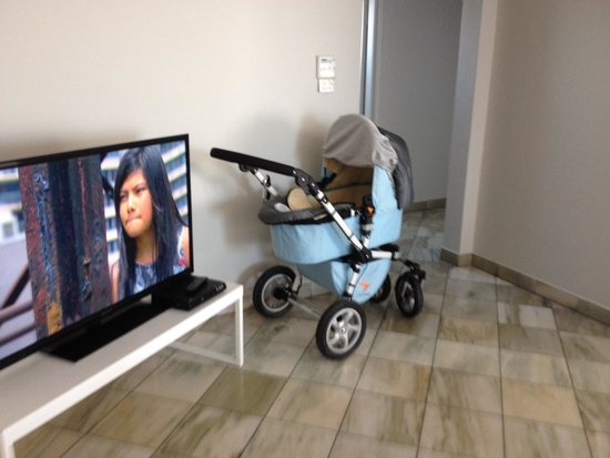 AeA Sydney Airport Serviced Apartments : Room to park a pram!