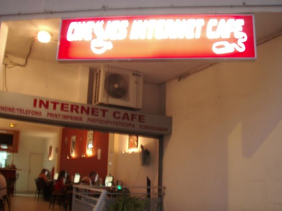 ‪Chessies Internet Cafe Bar‬