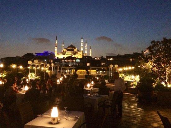 Armada Terrace Restaurant: La vista della moschea Blu