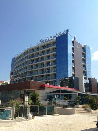 Grand Hotel Park: The Hotel