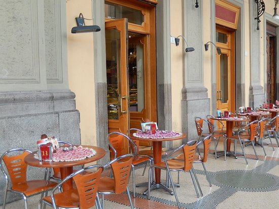 Caffe Grande Italia: caffè grande italia - tavoli esterni