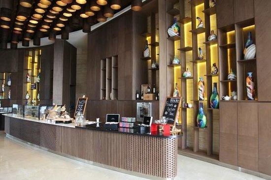 T Lounge Picture Of Doubletree By Hilton Hotel Jakarta Diponegoro Tripadvisor