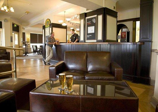TLH Victoria Hotel: Alberts Bar