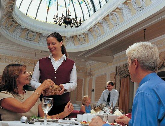 TLH Victoria Hotel: Hotel Restaurant