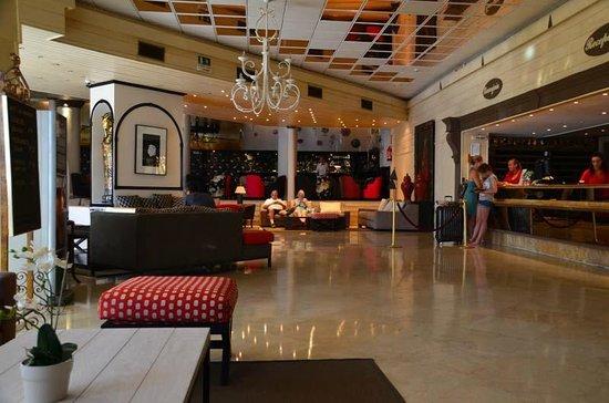 Hotel Las Pirámides: Reception