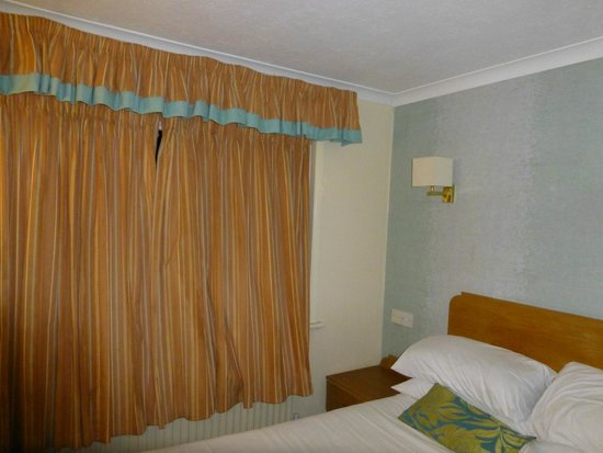 The Horseshoe Inn: Curtains retro