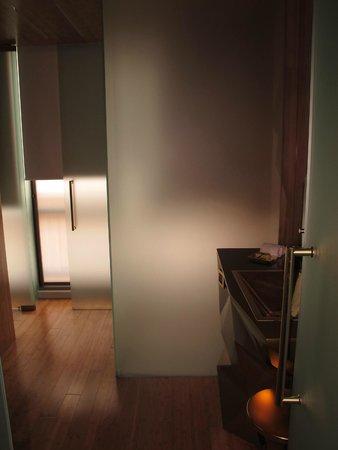 New Hotel: bathroom