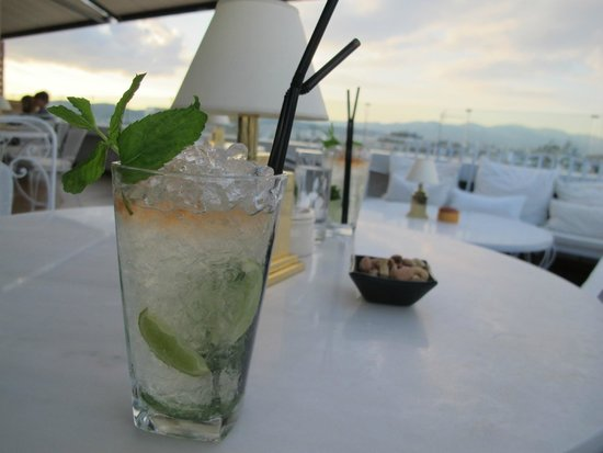 New Hotel: complimentary coctail at the rooftop bar/restaurant