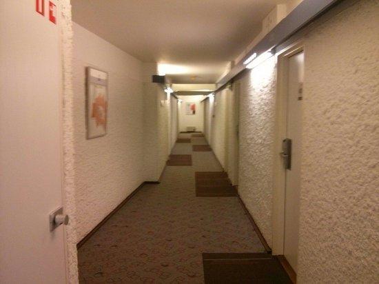 Ibis Brussels Centre Sainte Catherine: Corredor...