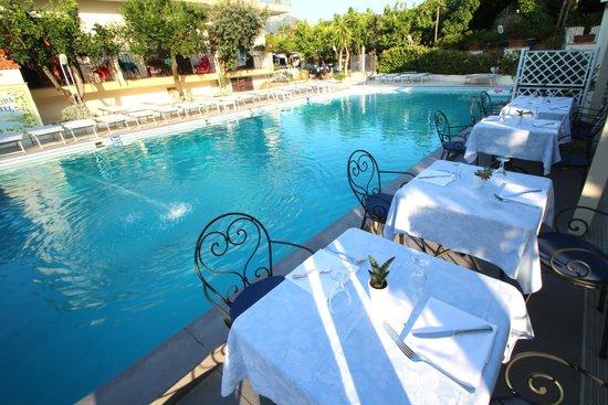 Hotel Florida: Poolside Restaurant