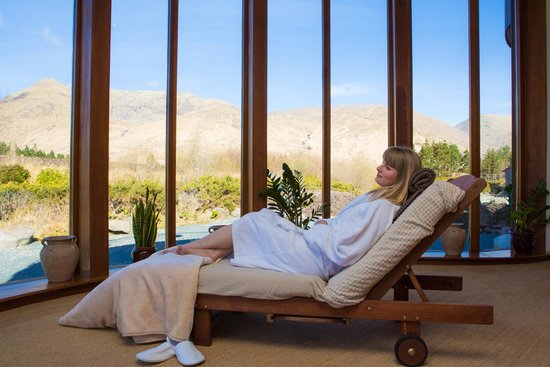 Delphi Resort: Relaxation Areas in the Spa - with mountain views