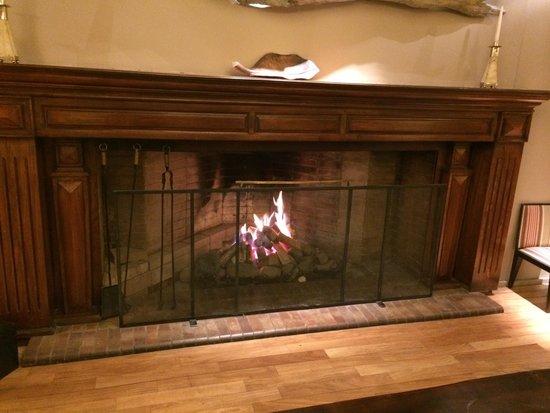 Gran Hotel Panamericano Bariloche: Lareira do lobby