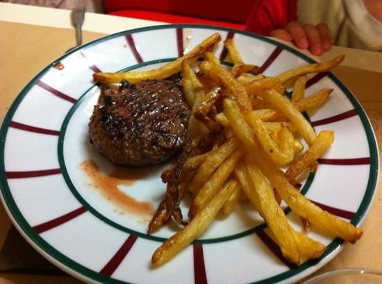 Le Victoria : kids menu : steak with homemade fries
