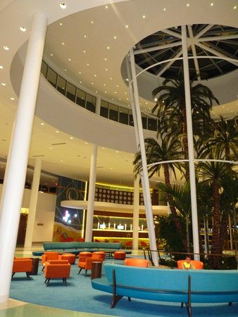 Universal's Cabana Bay Beach Resort: Indoor Palm Trees!