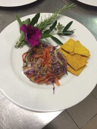 Ristoro Il Giardino Nascosto : Julienne vegetariana in forma con crakers alla curcuma