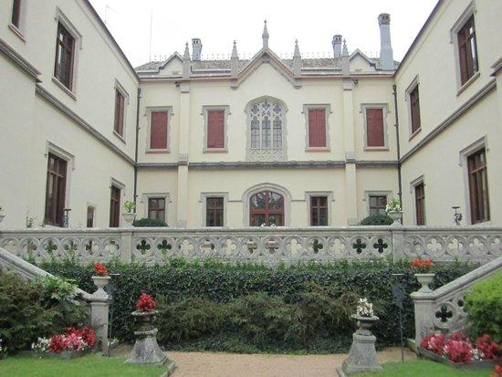 Castello Dal Pozzo: facciata