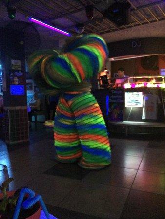 Wonder Dance Bar: Entertainment
