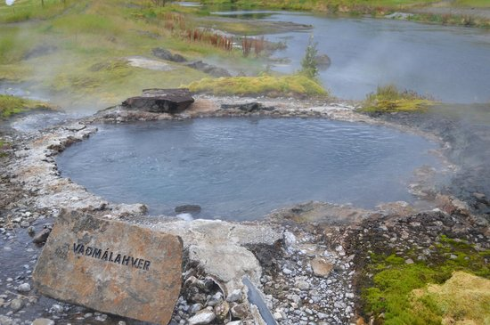 Secret Lagoon - Gamla Laugin: The hot spring area around is beautiful