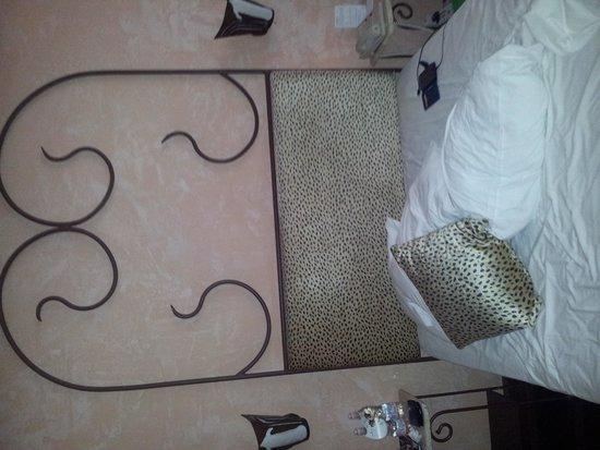 Cardozo Hotel: testata letto
