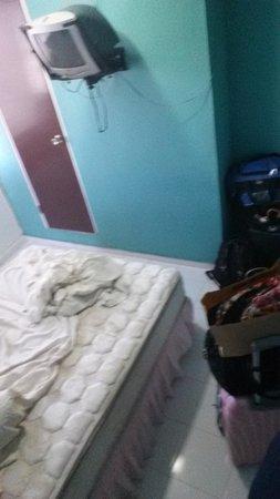 Mont Caribe Guesthouse : Bedroom ,, (brown door is for bathroom - steep level)