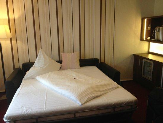 Lobinger Parkhotel: Кровать для ребенка